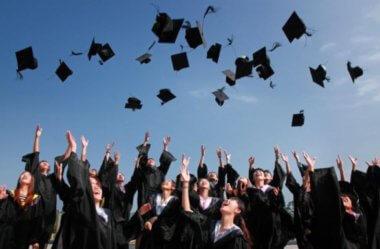 Como estudar para concursos fazendo faculdade: um guia prático
